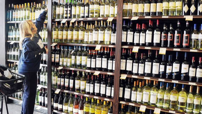 Why Buying Liquor Online Is Good During This Pandemic
