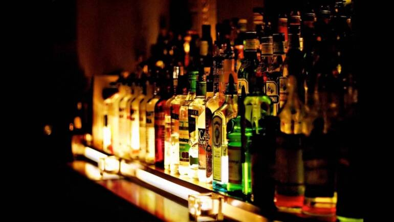 Why You Should Go with Liquor Delivery During Late Night Drinking Sessions?
